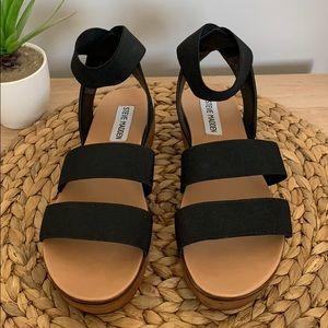 Steve Madden black sandal!